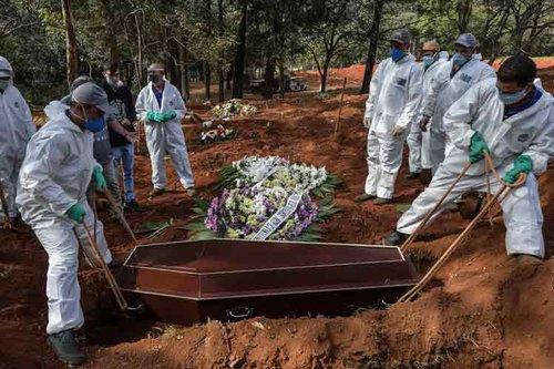 Brasil supera las 136 mil víctimas mortales por coronavirus