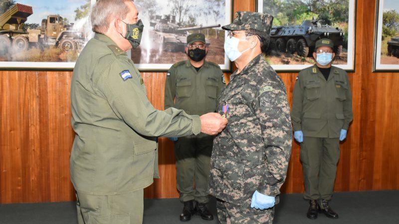 Condecoran a Agregado de Defensa a la Embajada de Honduras Managua. Radio La Primerísima