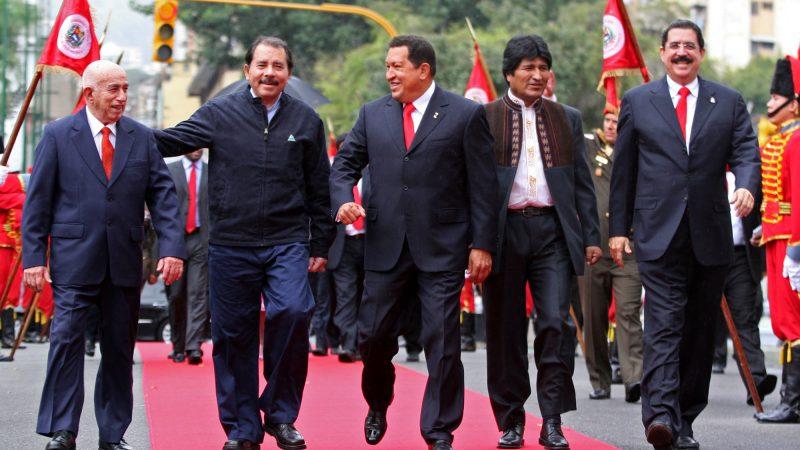José Ramón Machado Ventura (Cuba), Daniel Ortega (Nicaragua), Hugo Chávez (Venezuela), Evo Morales (Bolivia) y Manuel Zelaya (Honduras)
