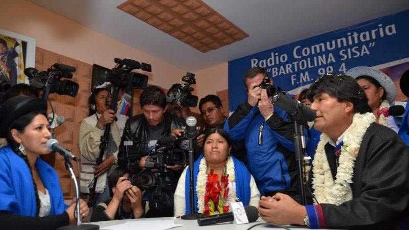 Guerreros digitales y radios comunitarias, claves en la victoria en Bolivia Por Sebastián Ochoa | Sputnik, Rusia