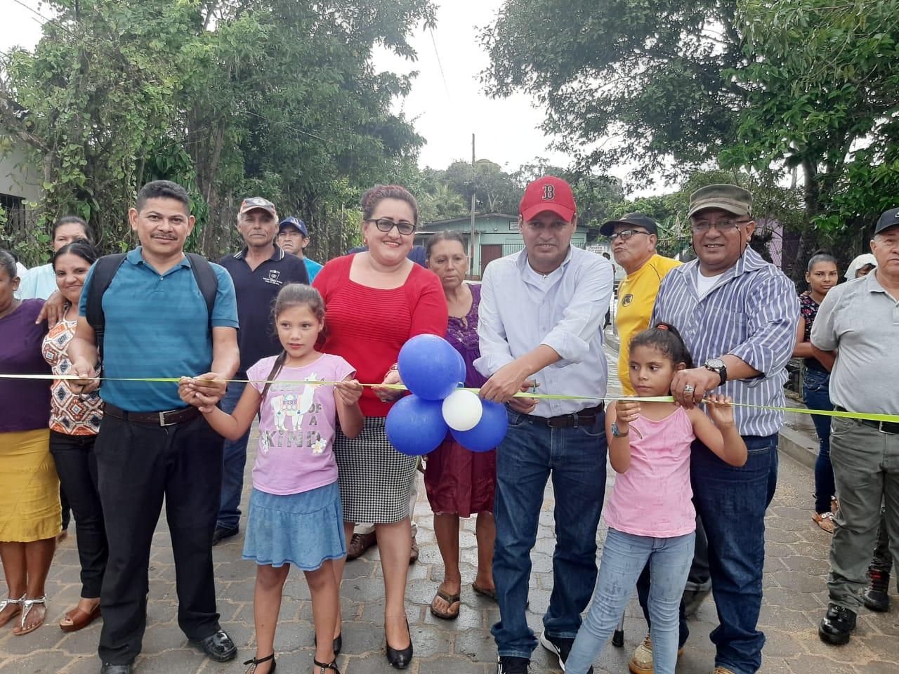 428 familias beneficiadas con rehabilitación de calles y construcción de alcantarillas en Siuna Managua. Radio La Primerísima.