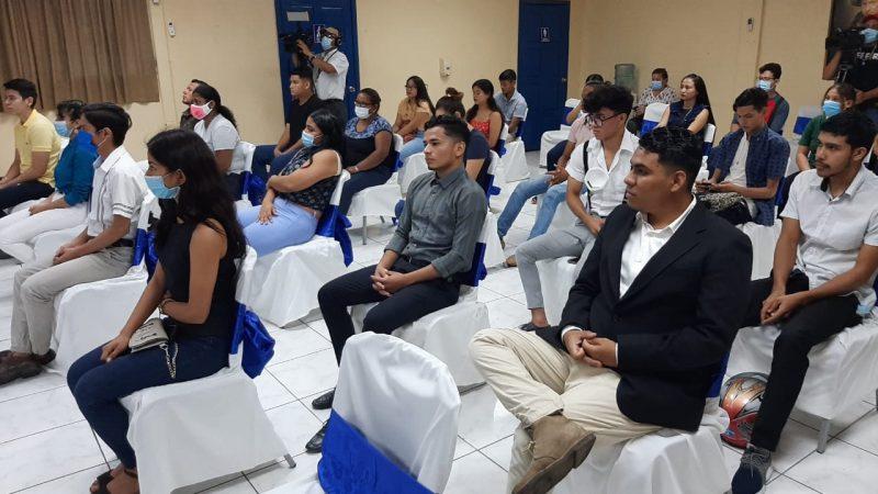 Jóvenes concluyen curso en Centro Tecnológico Hugo Chávez Managua. Por Jaime Mejía/Radio La Primerísima