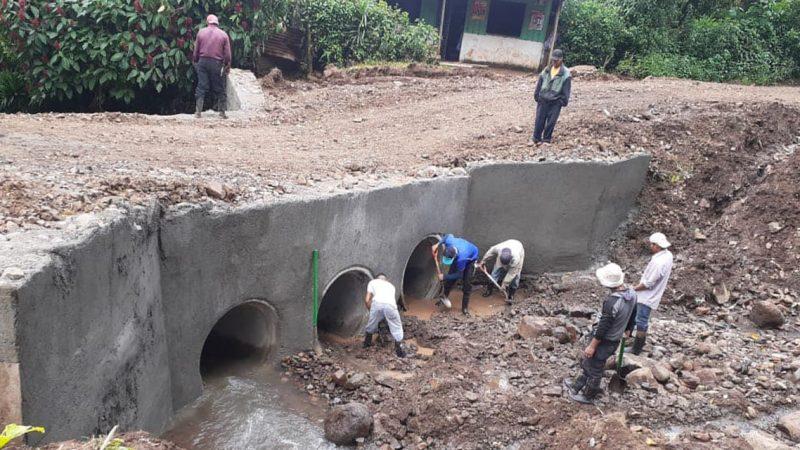 Alcaldía matagalpina rehabilita el paso en la comunidad San José, afectada por las lluvias Managua. Radio La Primerísima.