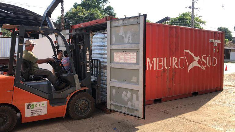 Hallan 7 inmigrantes ilegales en un contenedor de productos fertilizantes Asunción. Agencias