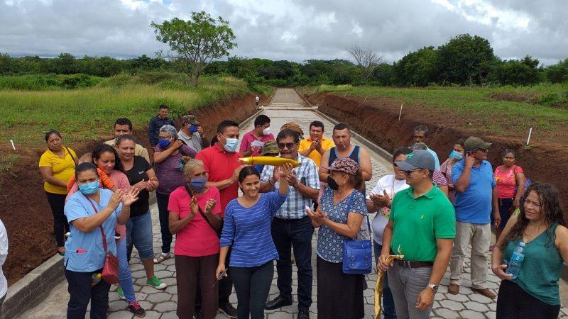 Inauguran adoquinado en La Conquista, Carazo Managua. Por Manuel Aguilar/ Radio La Primerísima