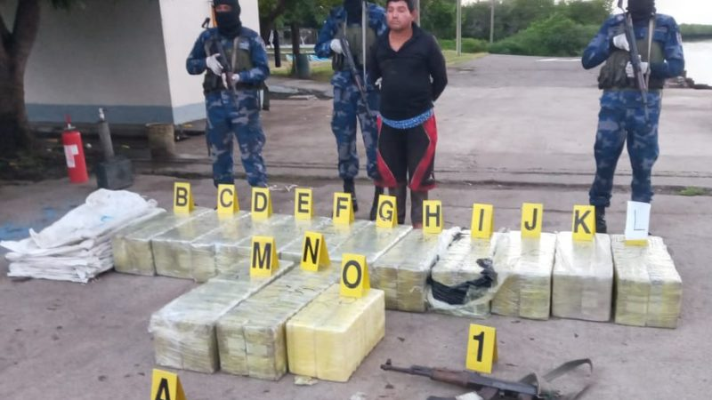 Fuerza Naval incauta 420 tacos de cocaína en Chinandega Managua. Radio La Primerísima