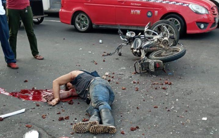 Motociclista pierde la vida al ser arrollado por taxi en Managua