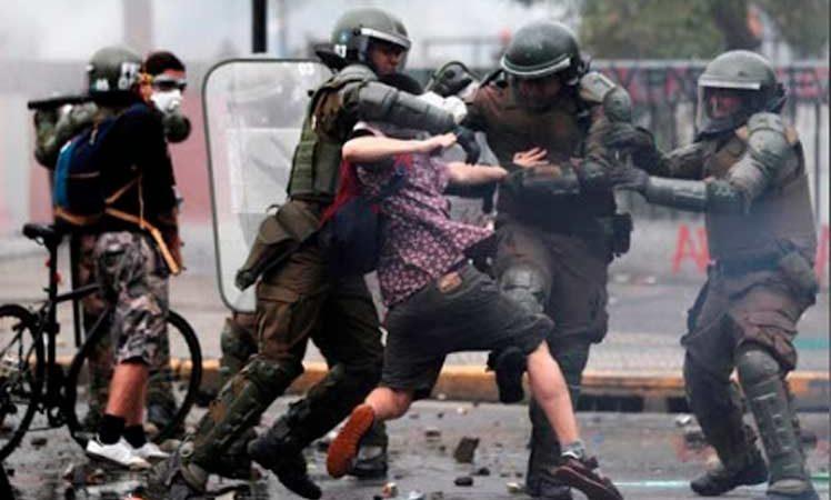 Un fallecido y casi 600 detenidos durante violentos disturbios en Chile Santiago de Chile. Prensa Latina