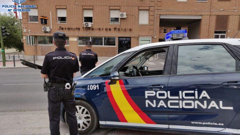 Desarticulan banda que falsificaba documentos a extranjeros en España Madrid. Prensa Latina