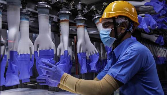 Fabricante de guantes sanitarios malasio Top Glove compensará a inmigrantes por abusos laborales Malasia. Agencia EFE