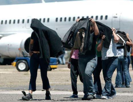 Deportados desde EEUU 76 exconvictos dominicanos Santo Domingo. Prensa Latina