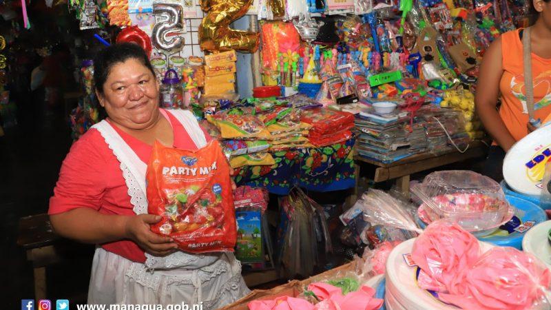 Comerciantes del mercado Huembes en feria de descuentos Managua. Radio La Primerísima