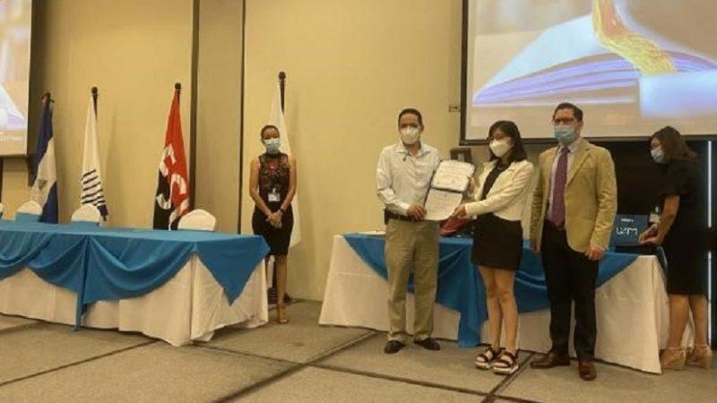 Gradúan a 90 jóvenes en nivel intermedio alto de inglés Managua. Radio La Primerísima