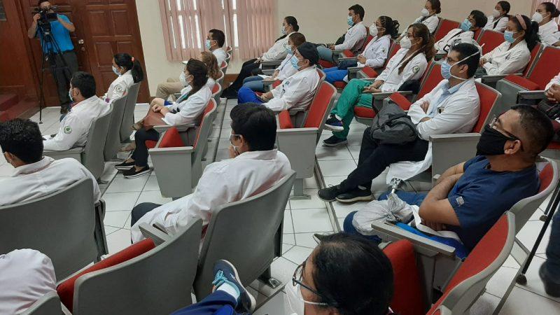 Médicos en conferencia virtual sobre osteoartritis y la ictericia neonatal Managua. Por Jaime Mejía/Radio La Primerísima