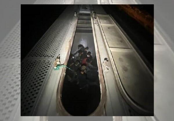 Rescatan a 27 inmigrantes sin documentos encerrados en vagones de tren en Texas