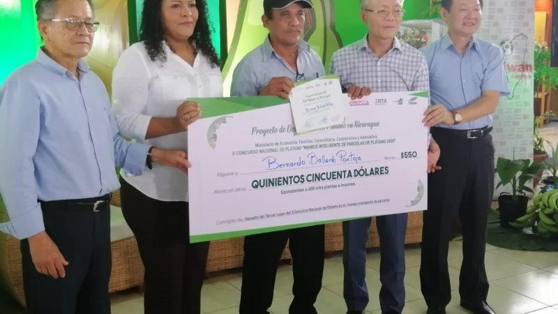 MEFCCA premia a ganadores de concurso de plátano Managua. Radio La Primerísima
