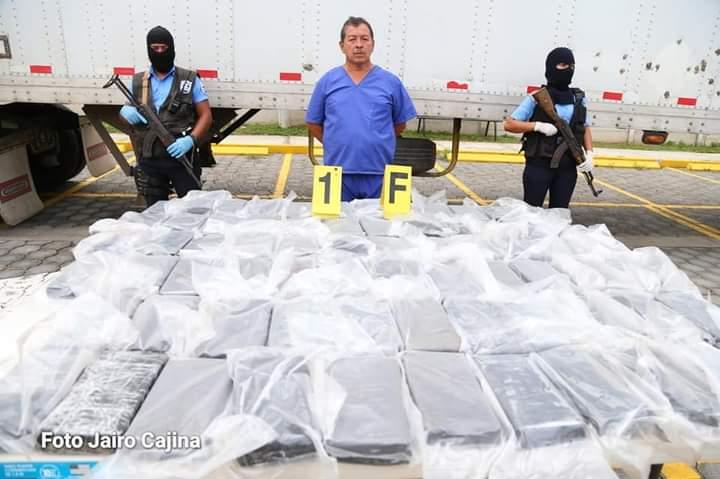Panameño llevaba 77 kilos de cocaína escondidos en furgón
