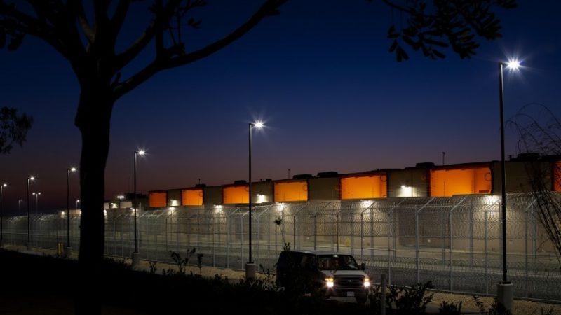 Juez de San Diego mantiene prohibición estatal de los centros privados de detención de inmigrantes San Diego. Agencias
