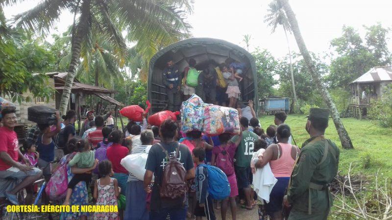 Ejército de Nicaragua evacua 578 personas ante crecida del río coco Managua. Radio La Primerísima