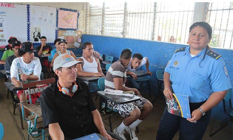 Casi 7 mil jóvenes en riesgo reinsertados en el sistema educativo Managua. Radio La Primerísima