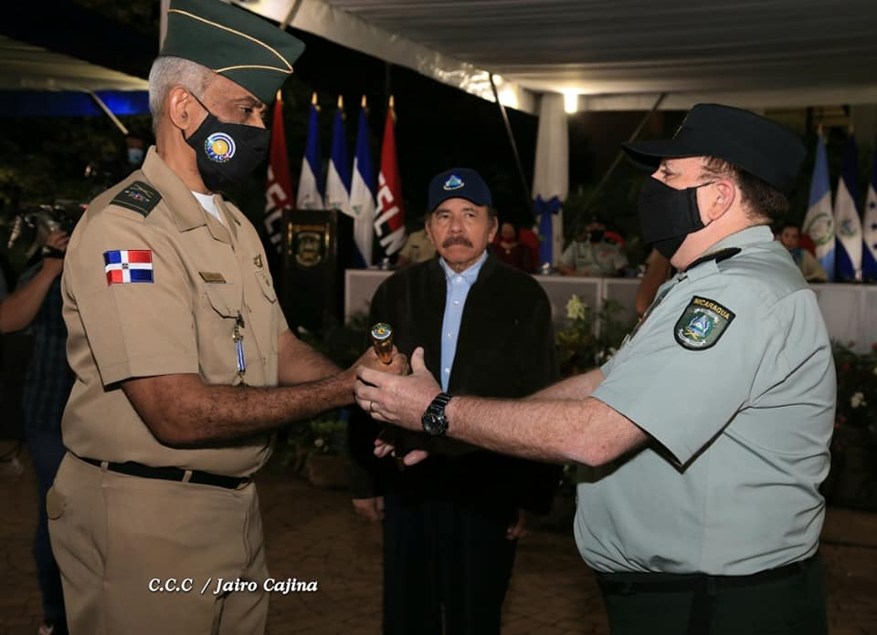 Ejército de Nicaragua entrega presidencia CFAC a Dominicana Managua. Radio La Primerísima