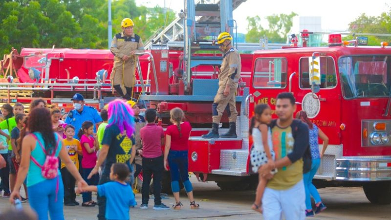 Bomberos Unificados realizan actividades demostrativas Managua. Radio La Primerísima.