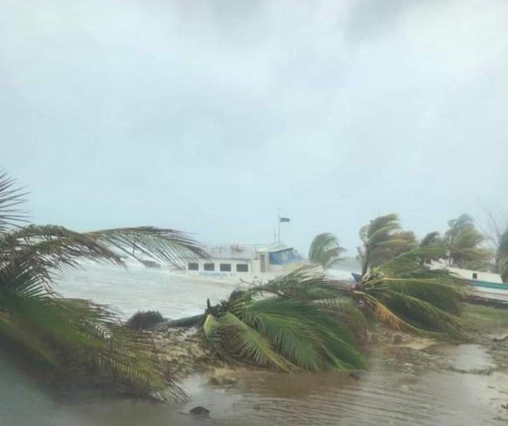 Vientos huracanados azotan Bilwi Managua. Radio La Primerísima