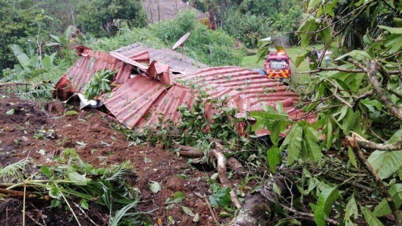 Deslave sepulta vivienda con dos personas adentro en Costa Rica Agencia