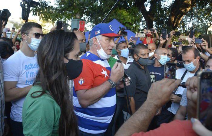 Cuba: el show de San Isidro (fotos, video) Diario Granma y Cuba Debate