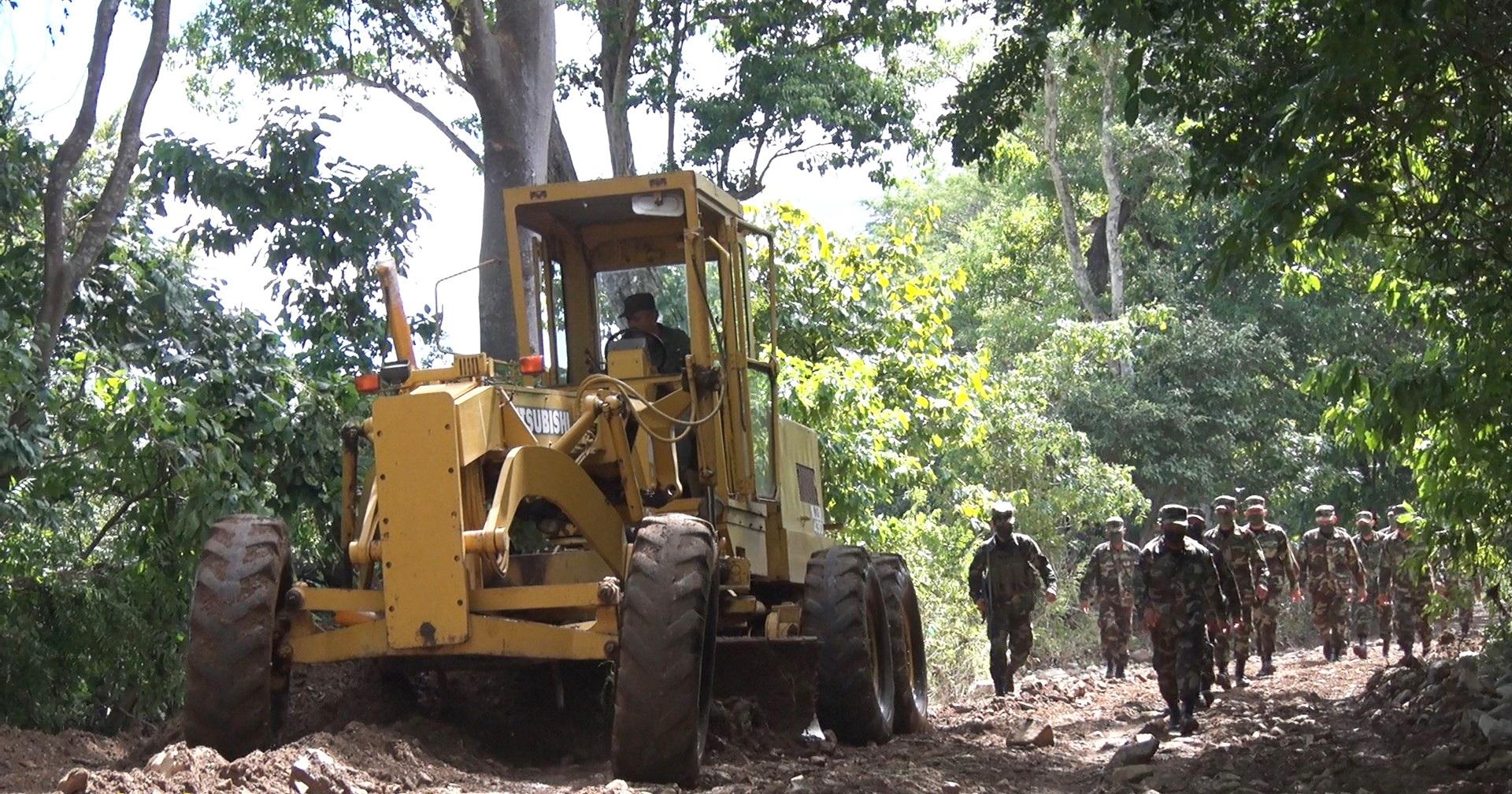 Ejército participa en rehabilitación de caminos afectados por huracanes Managua. Radio La Primerísima