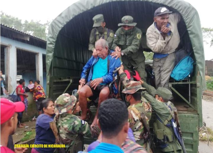 Ejército realiza traslado de personas y ayuda humanitaria