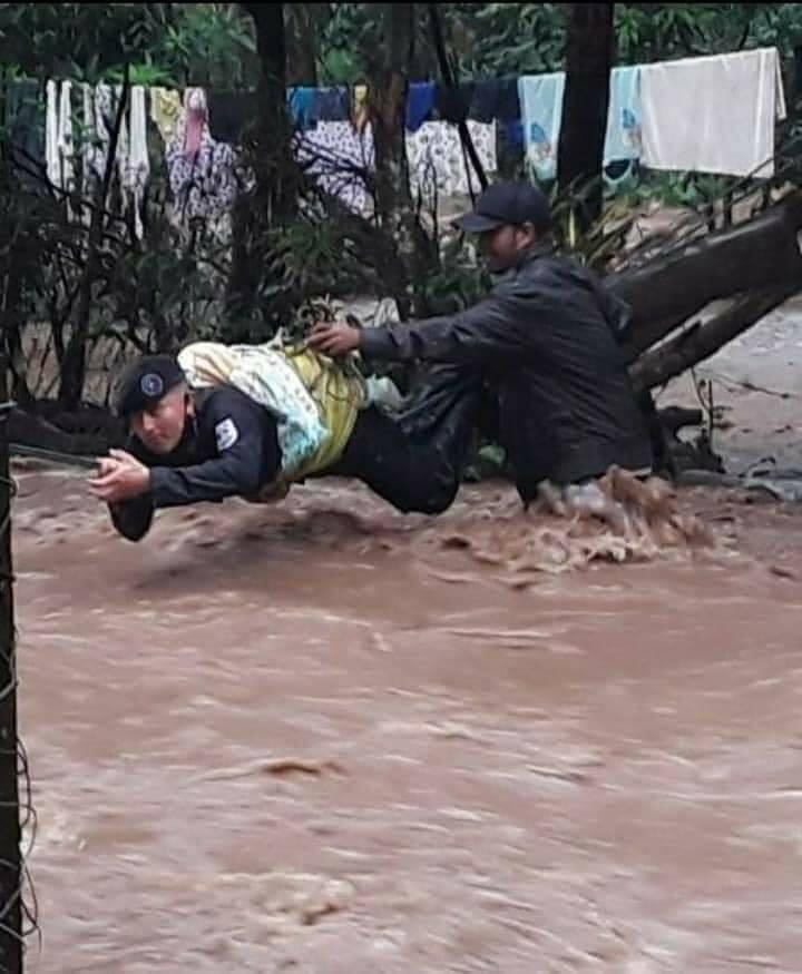 Heroico y espectacular rescate de un bebé en El Cuá Managua. Radio La Primerísima