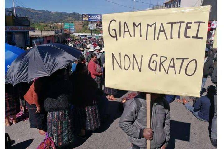 Indígenas en Guatemala bloquean carreteras en protesta contra presidente
