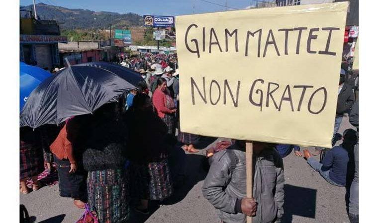 Indígenas en Guatemala bloquean carreteras en protesta contra presidente Guatemala. AFP
