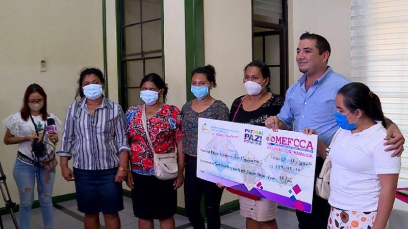 Mujeres de Managua reciben créditos para impulsar sus negocios Managua. Radio La Primerísima