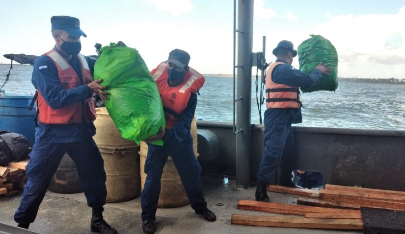 Naval realiza desembarco de ayuda humanitaria en Puerto Cabezas Managua. Radio La Primerísima