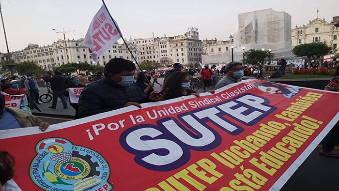 Peruanos realizan protesta en demanda a mejoras sociales Caracas. teleSUR