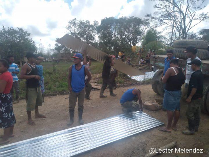 Familias de Prinzapolka continúan recibiendo planes techos