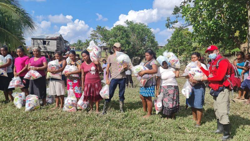 Familias indígenas y del norte del país reciben ayuda por Eta Managua. Radio La Primerísima