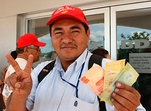 Pagan aguinaldo al resto de trabajadores del Estado Managua. Radio La Primerísima