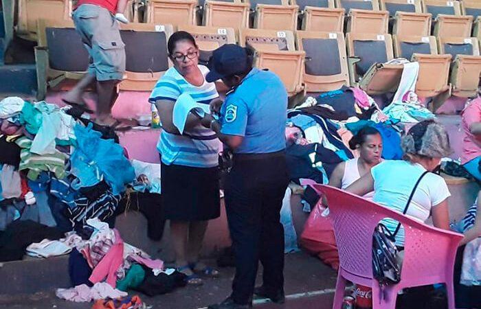 Policía protege a evacuados en albergues Managua. Radio La Primerísima