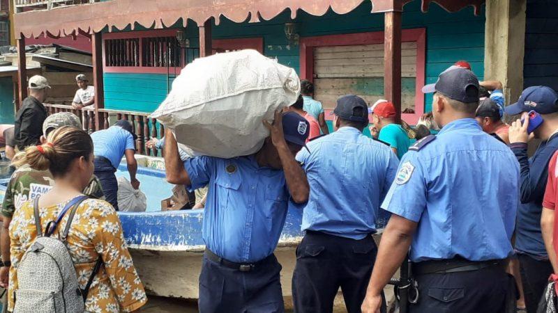 Policía apoya entrega de víveres y medicamentos Managua. Por Jerson Dumas/Radio La Primerísima