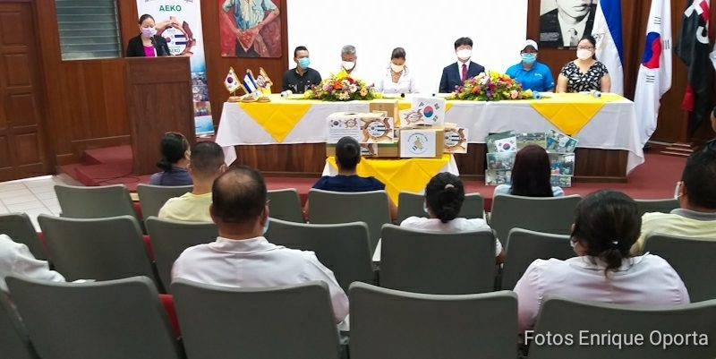 """Exbecarios donan insumos médicos a hospital """"La Mascota"""" Managua. Por Rebeca Flores/Radio La Primerísima"""