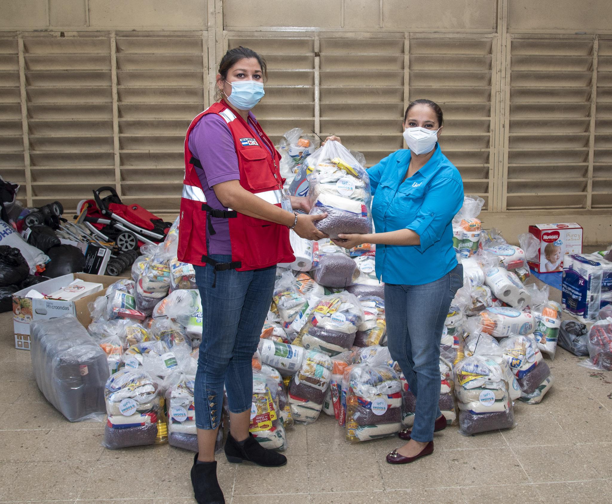 Entregan donación para familias afectadas por huracanes Managua. Radio La Primerísima