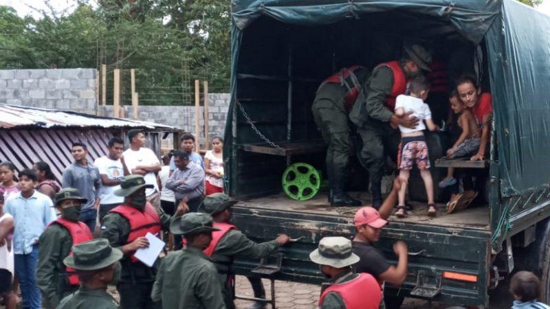 Familias afectadas por lluvias son llevadas a lugares seguros Managua. Radio La Primerísima