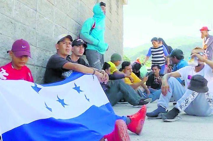 Migrantes de Honduras planean dos caravanas hacia EU