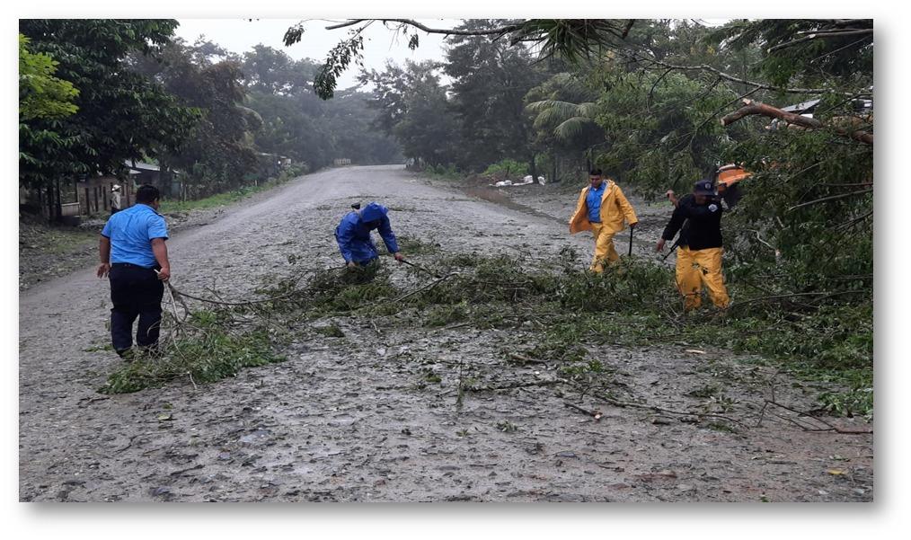 Policía vigila carreteras para evitar accidentes ante lluvias Managua. Por Jerson Dumas/Radio La Primerísima