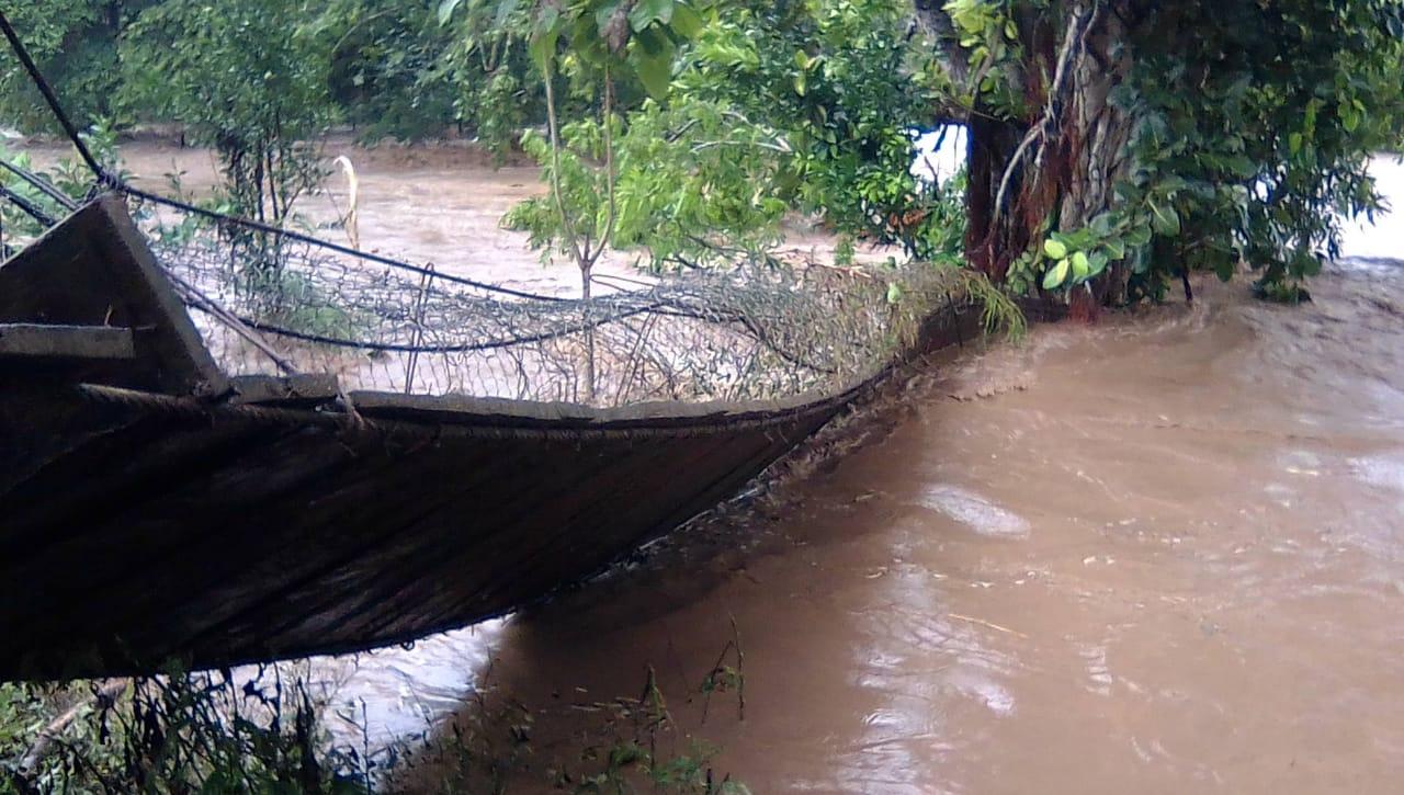 Corrientes del Río Coco arrastran puente Wamblán Managua. Radio La Primerísima