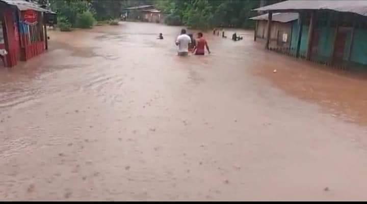 Desborde del río Iyas inunda pueblo en Triángulo Minero Managua. Radio La Primerísima