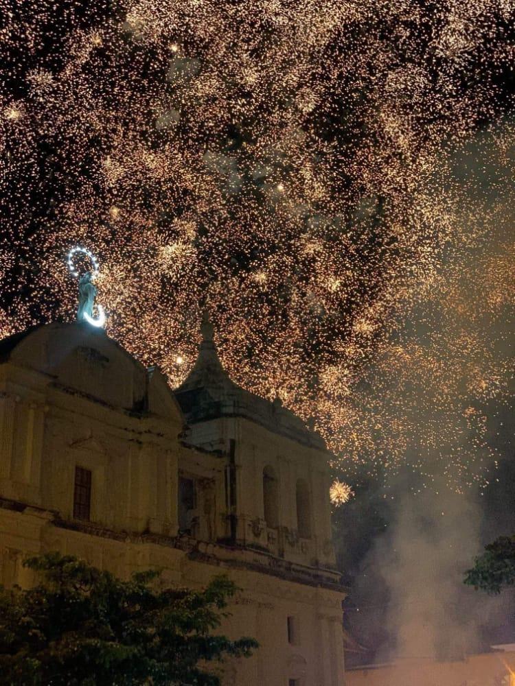 Masiva celebración de la Gritería en todo el país Managua. Radio La Primerísima